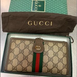 🎀🎀🎀🎈🎈🎈Gucci Wallet/Clutch